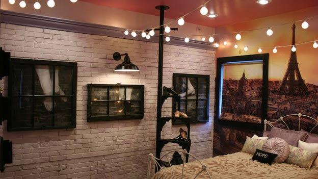 Creasey-Extreme-Makeover-Barn-Light-Electric