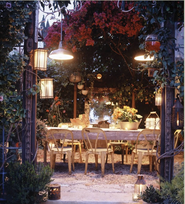 Add A Farmhouse Twist To Your Outdoor Dining Area
