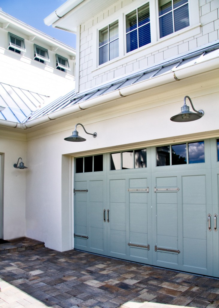 Outdoor lighting gary from orlando fl blog for Outdoor garage light fixtures