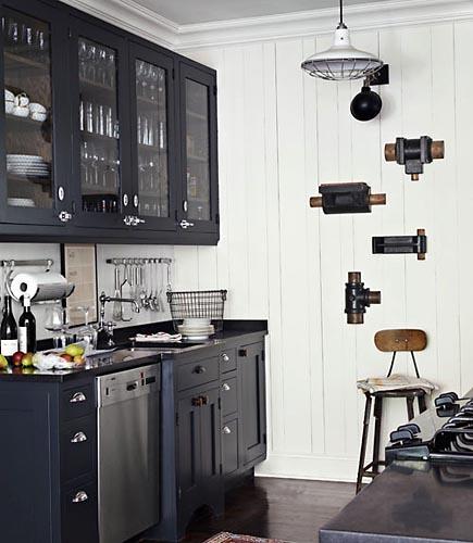 Black Farmhouse Kitchen: Vintage Industrial Pendant For A Classic Black & White