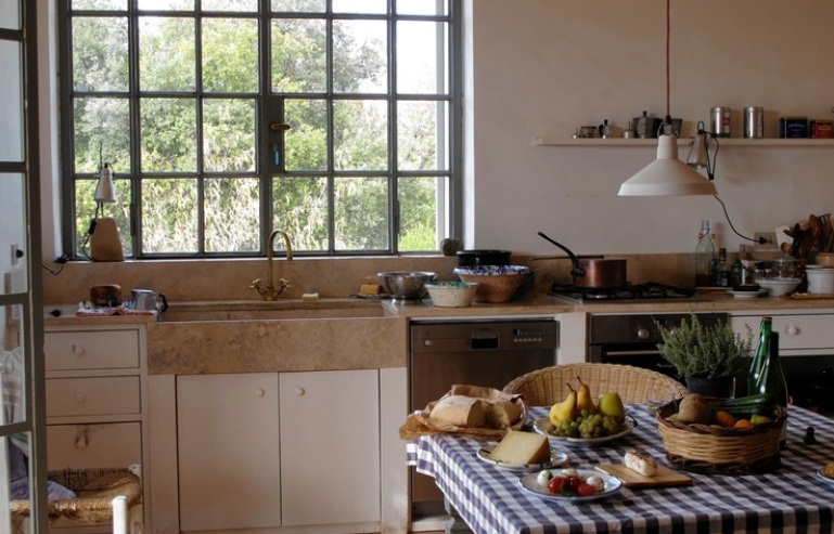 Industrial Cord Hung Pendant Adds Vintage Spirit To Kitchen