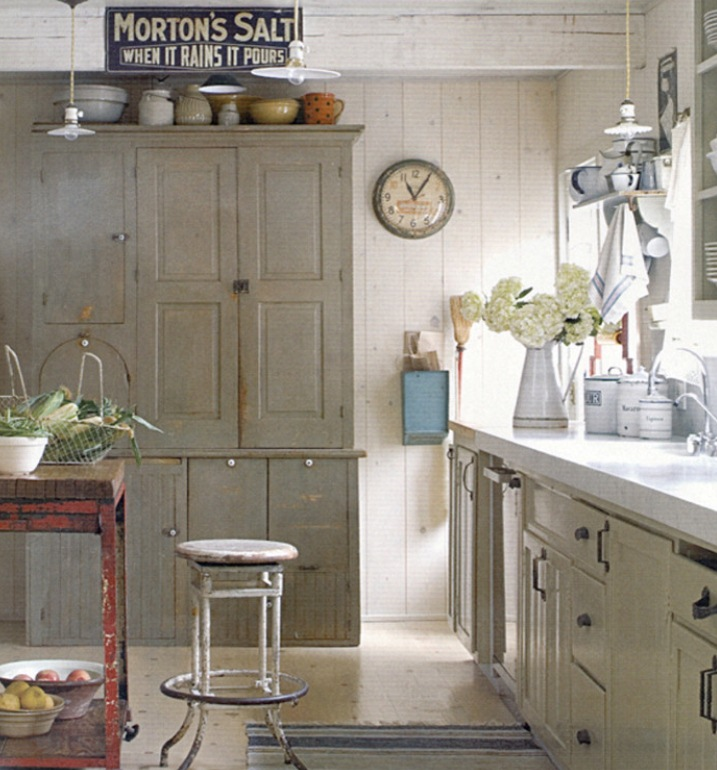 Vintage pendant a delightful addition to farmhouse kitchen for Farmhouse style kitchen lighting