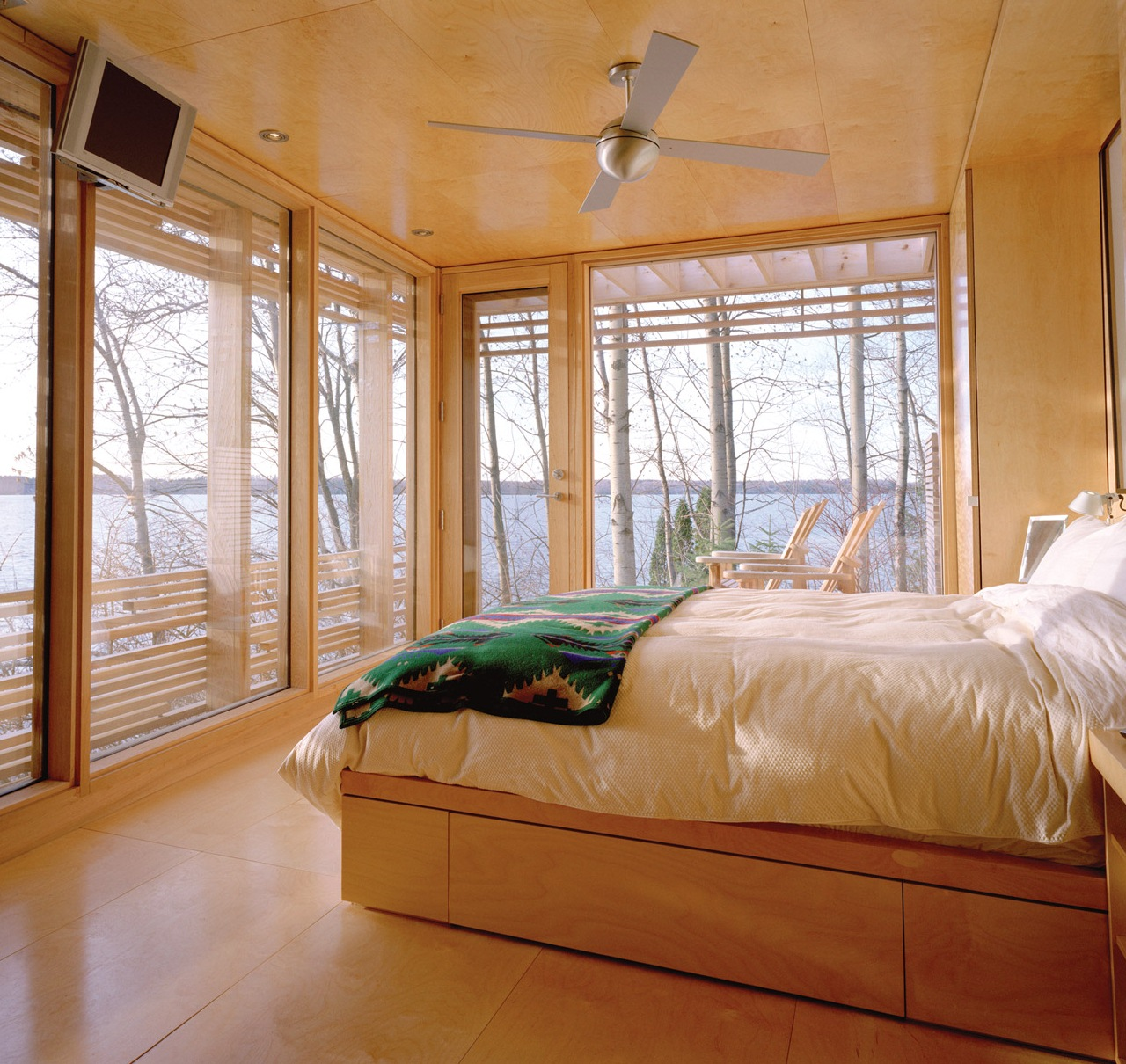 Cosy Bedroom Ideas For A Restful Retreat: Modern Ceiling Fan Dresses Up Cozy Bedroom Retreat