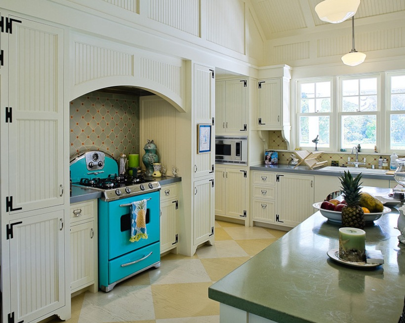 Clic Schoolhouse Pendant Lighting For A Victorian Kitchen