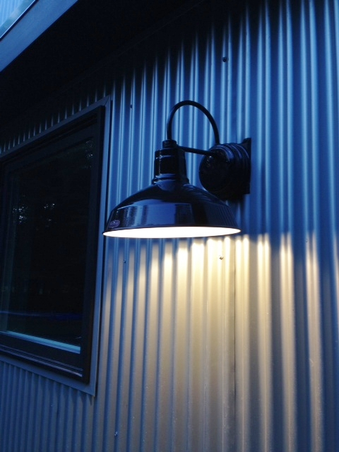 Led Barn Lights Blend Old New In Quot Cousins Undercover