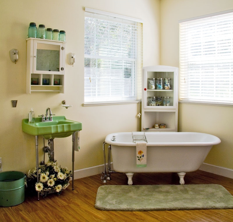 Barn Light Bathroom Vanity: Design 101: Solving The Bathroom Lighting Dilemma