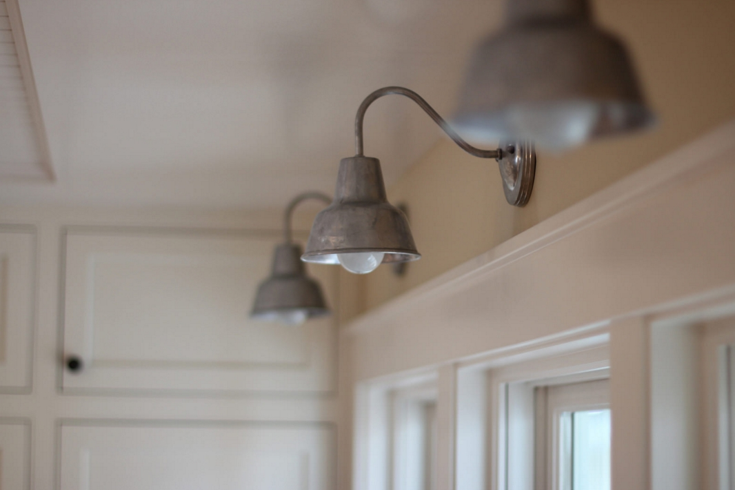Barn wall sconces chandelier add to fresh farmhouse feel for Farmhouse style kitchen lighting