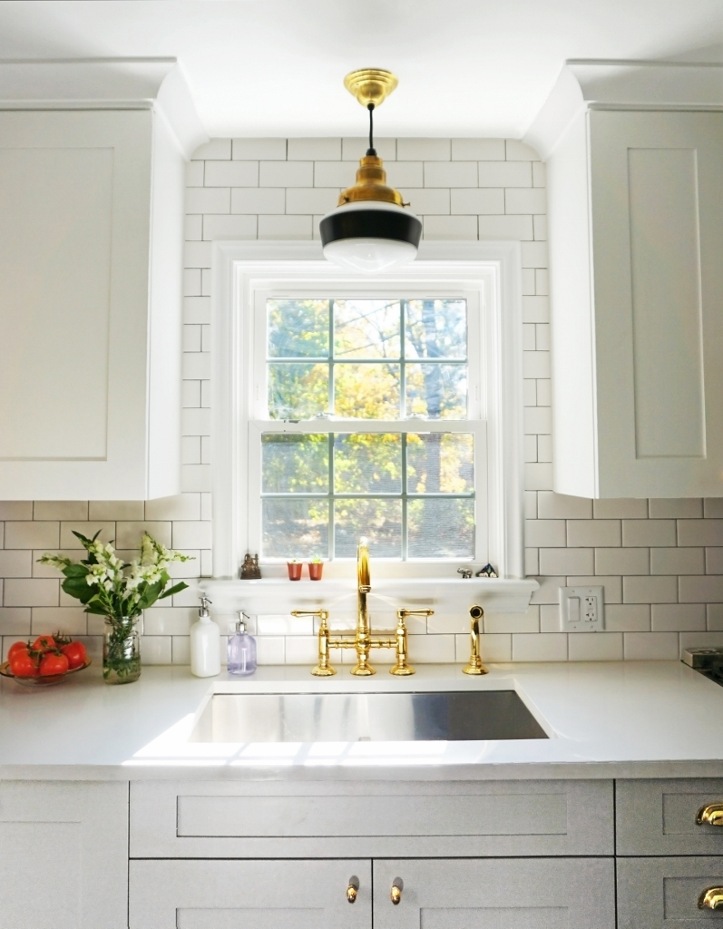 Schoolhouse Lighting Suits 1930s-Era Kitchen | Inspiration ...