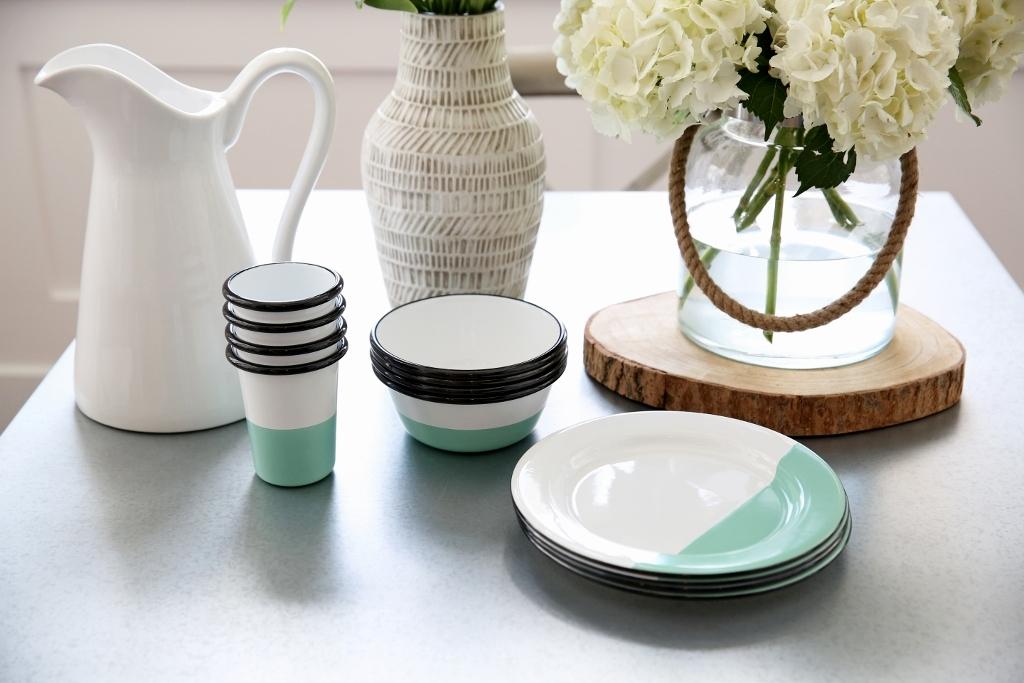 porcelain enamel dinnerware